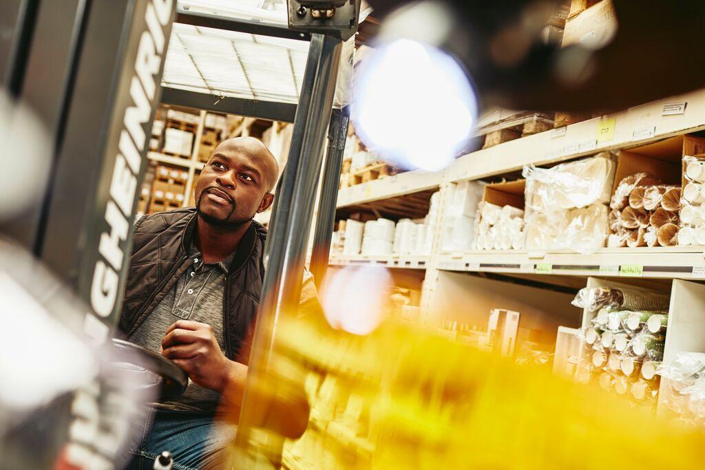 branża logistyczna, praca w logistyce, opis oferty pracy w logistyce, opis stanowiska pracy magazyniera
