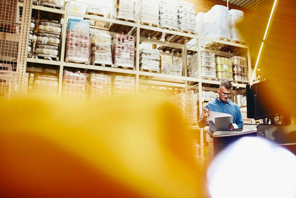 praca w sektorze produkcyjnym, pracownik magazynu, produkcja, redukcja kosztów zatrudnienia