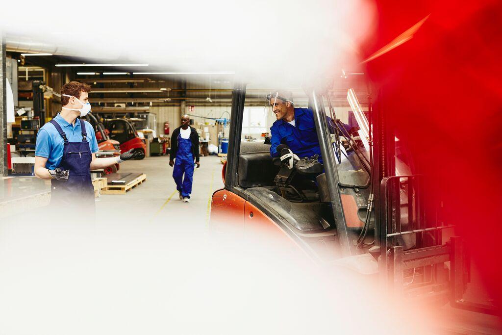 sektor produkcyjny, branża produkcyjna, pracownik tymczasowy, praca tymczasowa, optymalizacja kosztów
