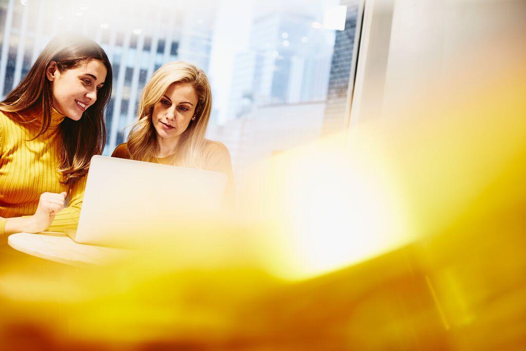 wzmocnienie-pozycji-kobiet-w-firmie-korzysci-dla-organizacji